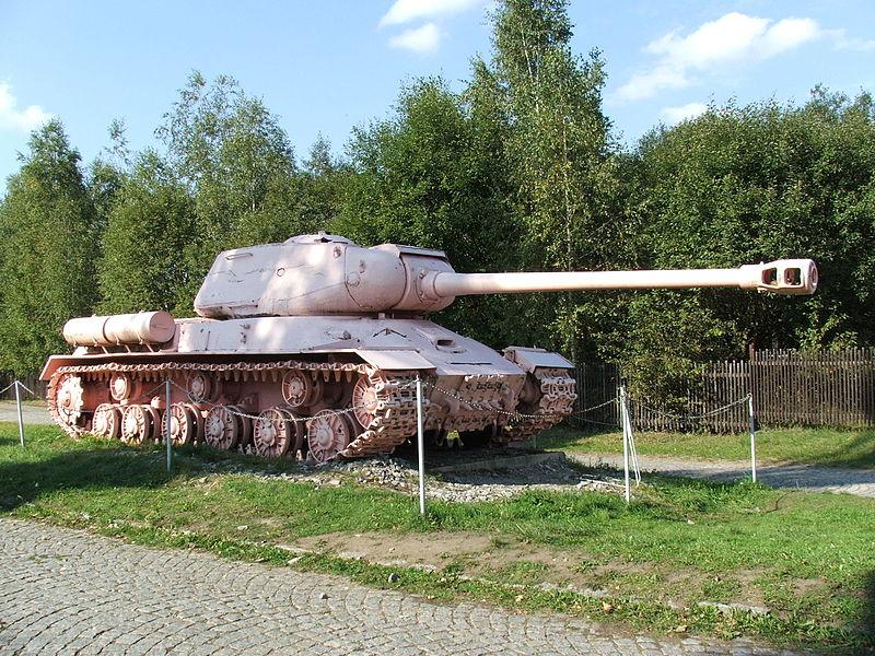 ruzovy-tank-lesany_military_muzeum_4101